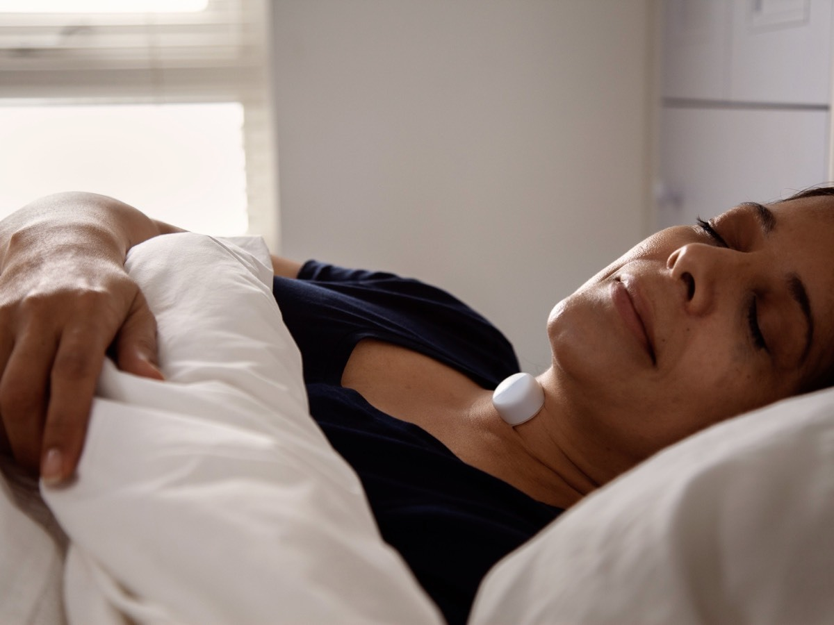 Woman sleeping with AcuPebble SA100